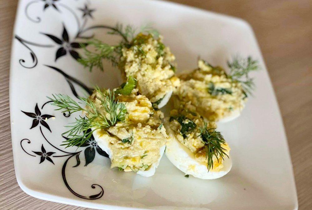 Jaja faszerowane pastą awokado